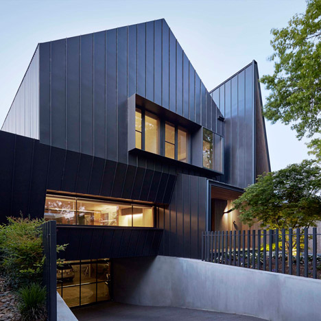 Lake-Wendouree-House-by-inarc_dezeen_sq02
