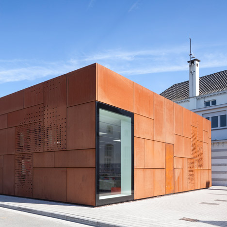 Library-Bruges_Studio-Farris-Architects_dezeen_sq01