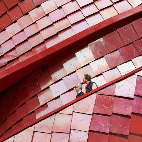Milan-Expo-2015_Vanke-Pavilion_Daniel-Libeskind_dezeen_sqb