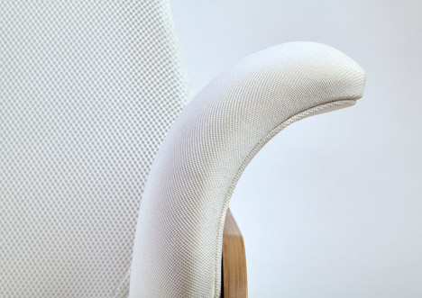 Nana-breastfeeding-rocker-Alegre-Design_dezeen_468_4