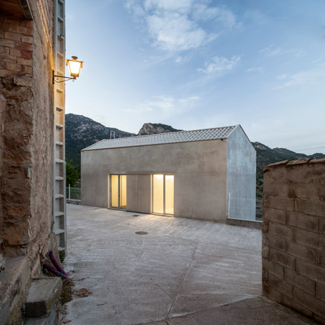 Paüls Doctor Surgery by Vora is a two-storey structure that hides its base below road level