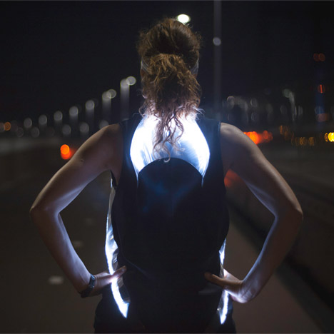 Phototrope illuminated running shirt by Pauline van Dongen