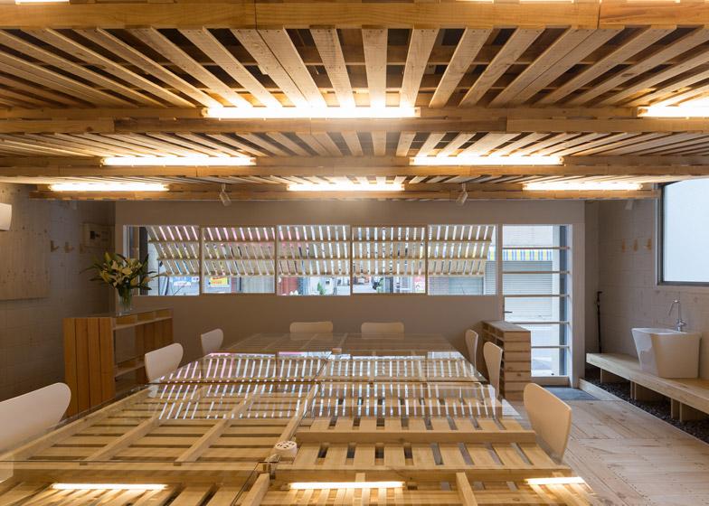 Hiroki Tominaga Atelier use old pallets for Tokyo office