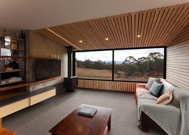 Valley House Tasmania by Philip M Dingemanse