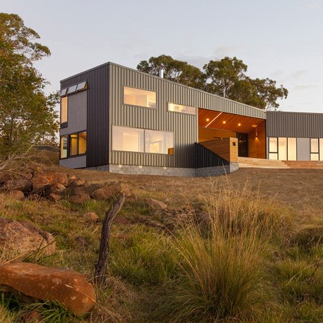 Rural Tasmanian house by Philip M Dingemanse has a terrace piercing its middle