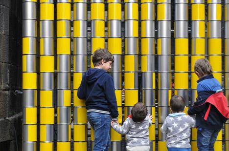 Vira Lata installation in Porto by Moradavaga