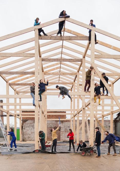 Assemble constructing Yardhouse