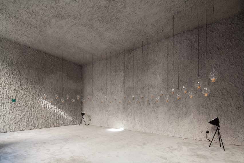 antonino-cardillo-pics-house-of-dust-and-illuminum-gallery-architecture_dezeen_2364_col_0