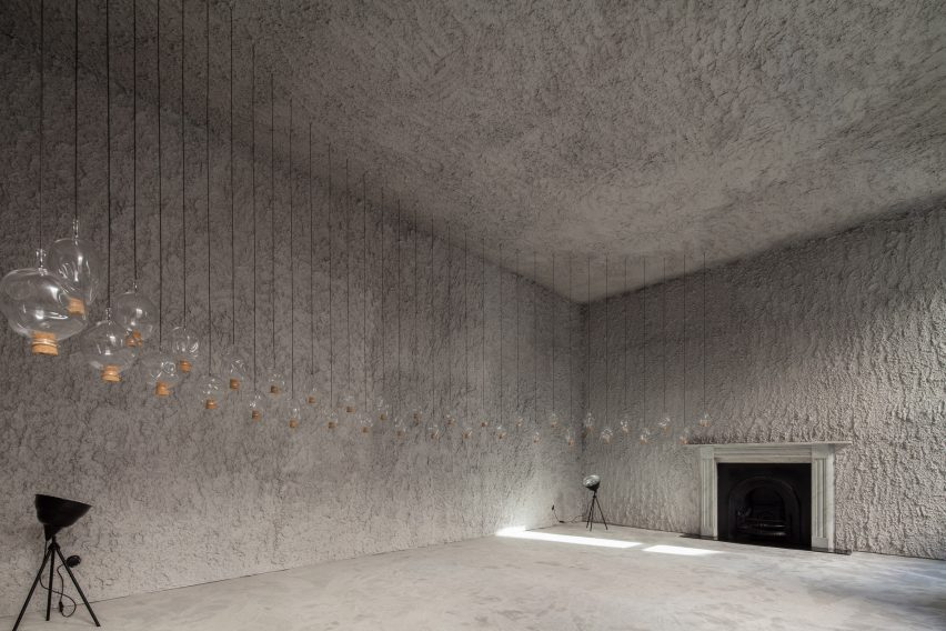 antonino-cardillo-pics-house-of-dust-and-illuminum-gallery-architecture_dezeen_2364_col_1