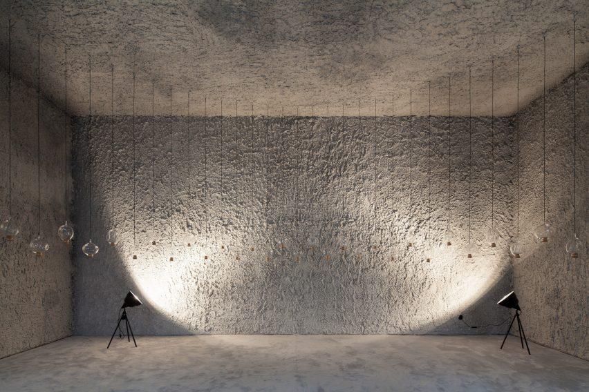 antonino-cardillo-pics-house-of-dust-and-illuminum-gallery-architecture_dezeen_2364_col_2