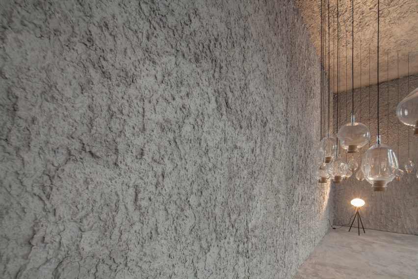 antonino-cardillo-pics-house-of-dust-and-illuminum-gallery-architecture_dezeen_2364_col_3