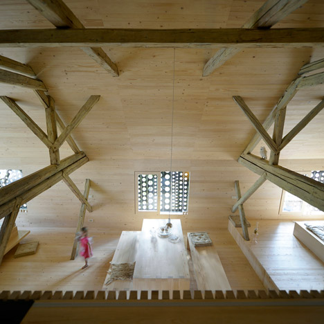 Alpine-Barn-Apartment-by-OFIS_dezeen_468_15