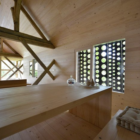 Alpine-Barn-Apartment-by-OFIS_dezeen_468_16