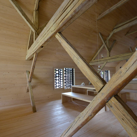 Alpine-Barn-Apartment-by-OFIS_dezeen_468_17