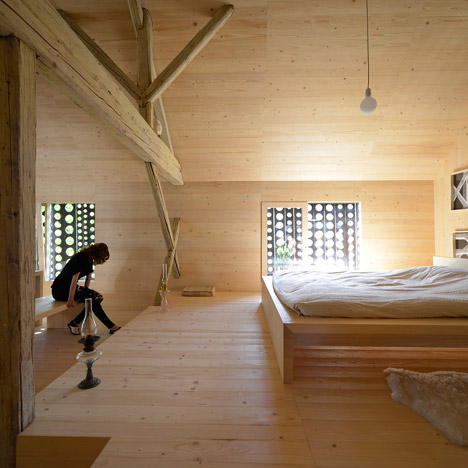 Alpine-Barn-Apartment-by-OFIS_dezeen_468_20