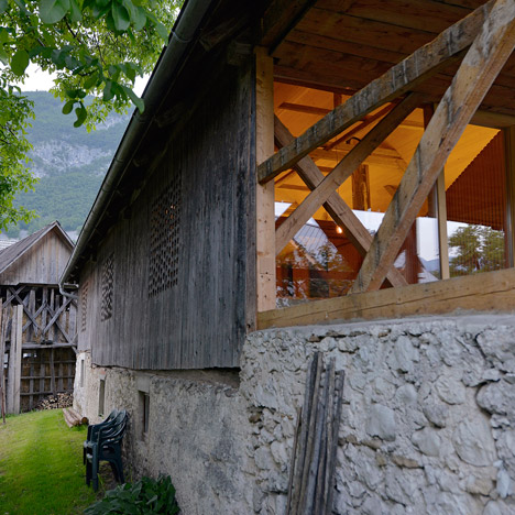 Alpine-Barn-Apartment-by-OFIS_dezeen_468_3