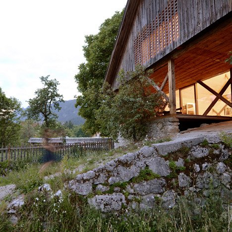 Alpine-Barn-Apartment-by-OFIS_dezeen_468_4
