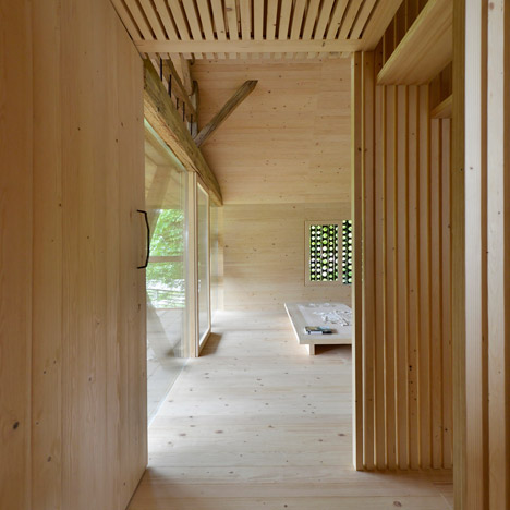 Alpine-Barn-Apartment-by-OFIS_dezeen_468_8
