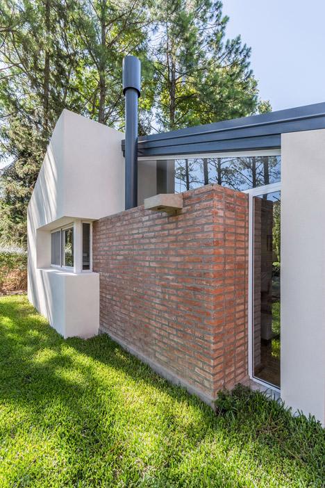 Casa en El Pinar by Estudio Biagioni Pecorari Arquitectos