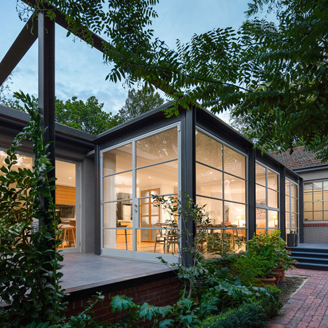 Cox Architecture adds steel and glass conservatory to house