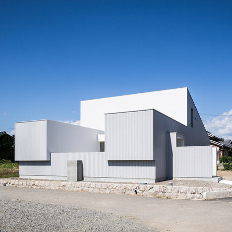 Kouichi Kimura's Courtyard House wraps around a private terrace