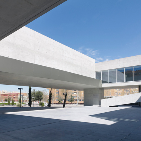 Rafael de La-Hoz elevates a cultural centre around two plazas in Alcobendas