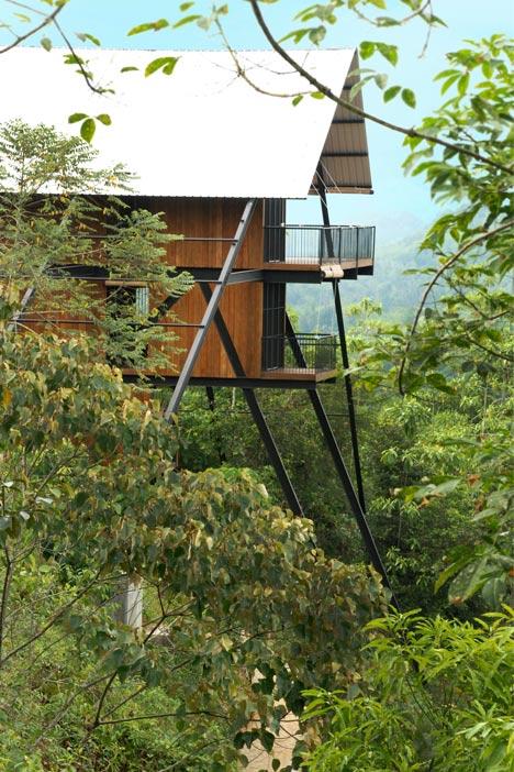 Estate Bungalow by Narein Perera