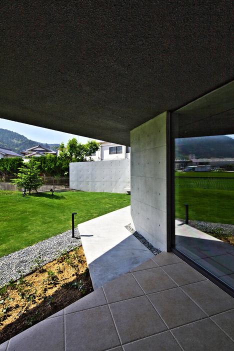 Floating-House-by-Satoru-Hirota-Architects_dezeen_468_3