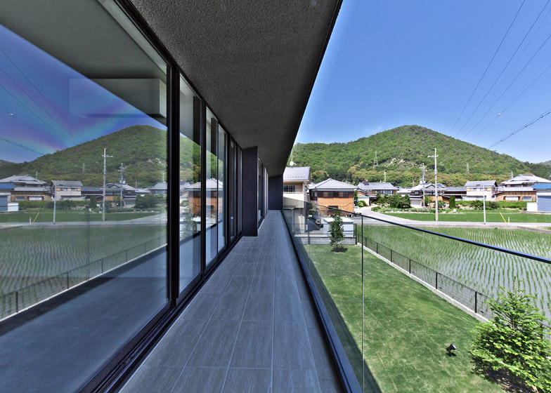 Floating House by Satoru Hirota Architects