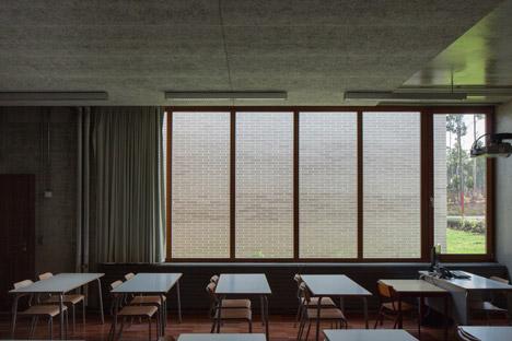 Fonte-de-Angeao-School-by-Miguel-Marcelino_dezeen_468_4