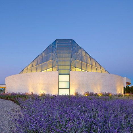 Ismaili Centre by Moriyama & Teshima Architects