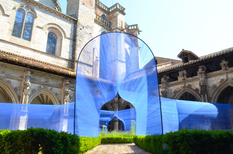 Les-Voutes-Filantes-installation_Cahors-France_Atelier-YokYok_dezeen_468_10