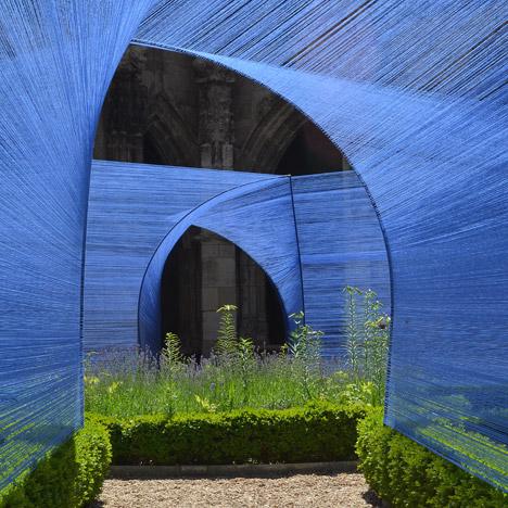 Les-Voutes-Filantes-installation_Cahors-France_Atelier-YokYok_dezeen_468_12