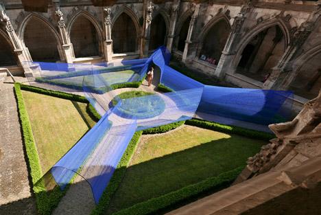 Les-Voutes-Filantes-installation_Cahors-France_Atelier-YokYok_dezeen_468_9