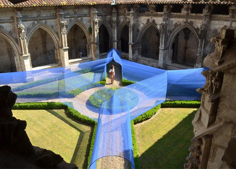 Atelier Yokyok installs vaulted string tunnels in a Gothic cloister garden