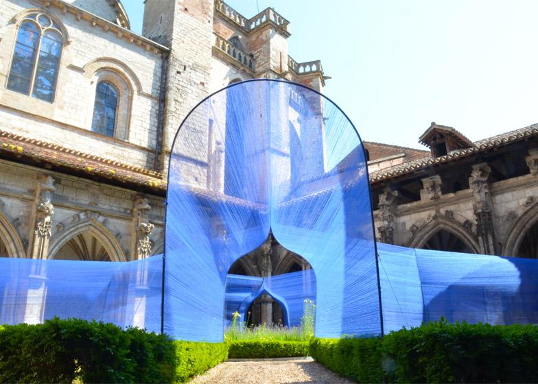 Les Voûtes Filantes installation in Cahors-France by Atelier YokYok