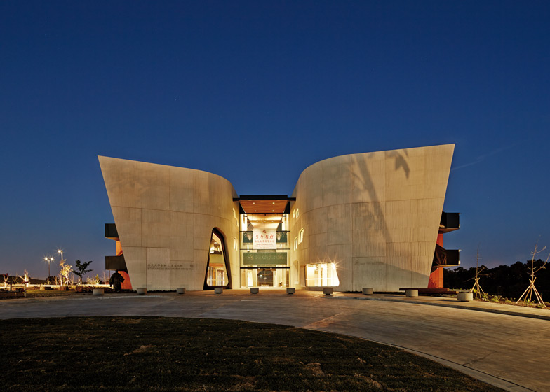 Nan Tien Institute and-Cultural Centre by Woods Bagot