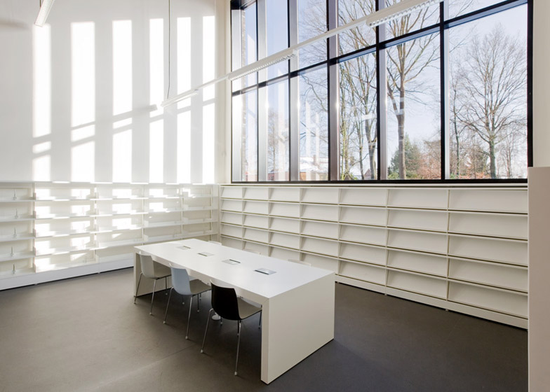 Public Library in Zoersel by OMGEVING