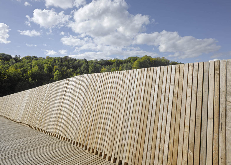 La Sallaz Footbridge by 2b architectes