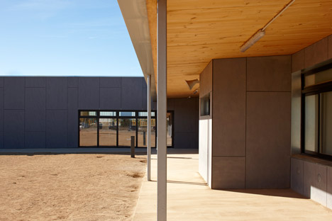 School in Vila-seca by 2260mm Architects