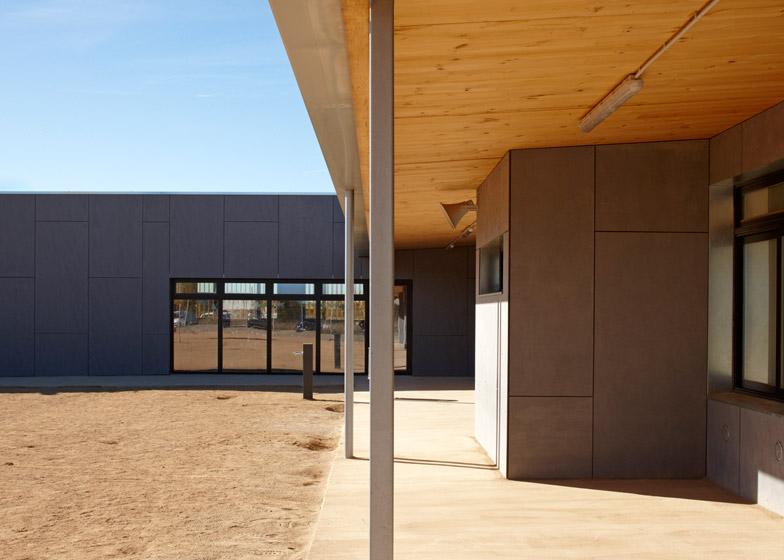 School in Vila-seca by 2260mm Architects