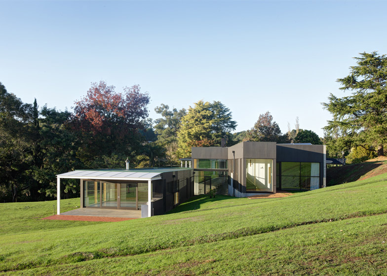 Honeyman Smith Architects Extends Australian Farmhouse