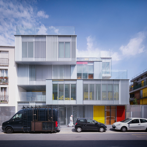 Parisian nursery by Samuel Delmas consists of a pile of irregularly stacked boxes