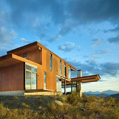 Tom Kundig's Studhorse is a rural retreat for both snowy winters and scorching summers