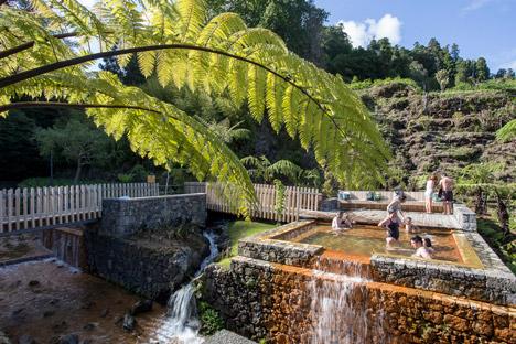 Thermal-Pools-by-Rodrigo-Sequeira-Dias-Filipe-BB_dezeen_468_4