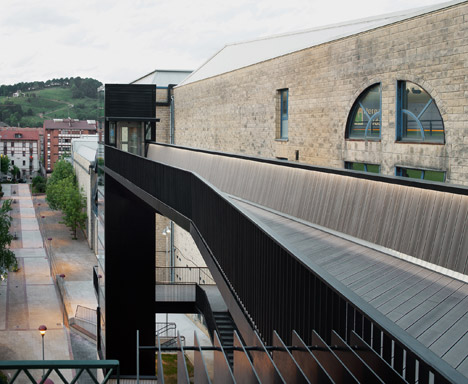 Urban Lift and Pedestrian Bridge by VAUMM