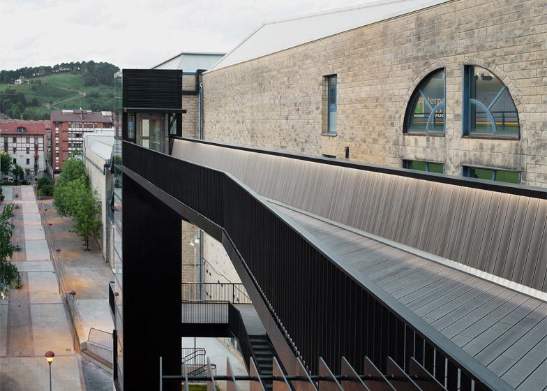 Urban Lift and Pedestrian Bridge by VAUMM