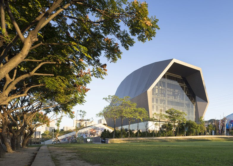 Zhonghe Sports Center by Q Lab Design