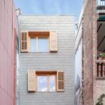 Josep Ferrando slots a skinny house between two existing properties in Spain
