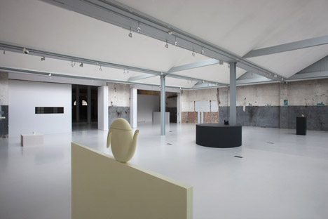 Aldo Bakker takes over Amsterdam museum with just five jugs